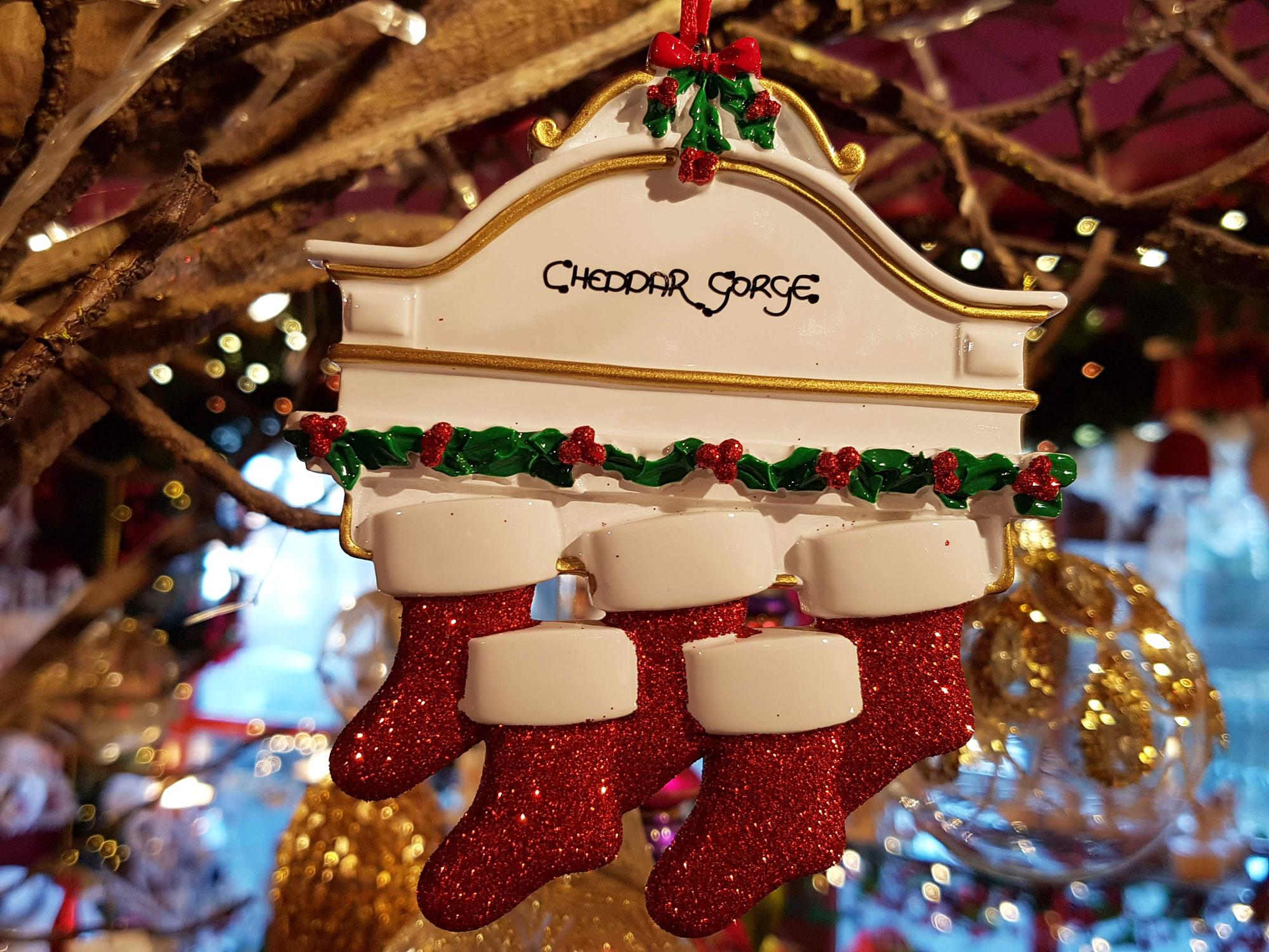 Cheddar Gorge White Mantle 5 Stockings Hanging Decoration