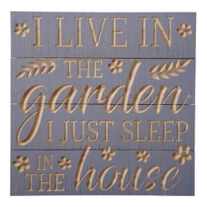 'I live in the garden..' carved slatted sign