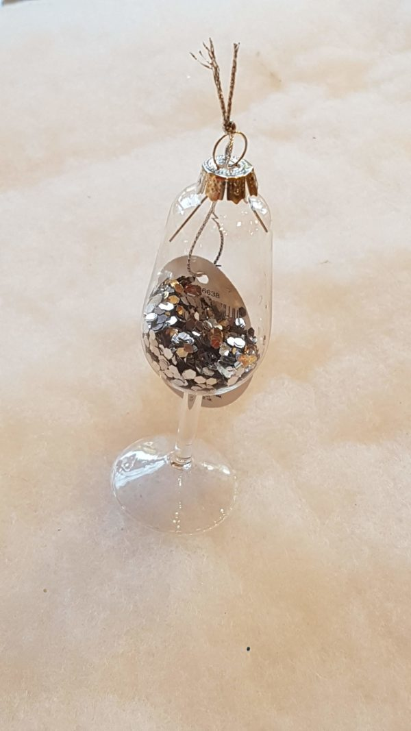 Glass with glitter